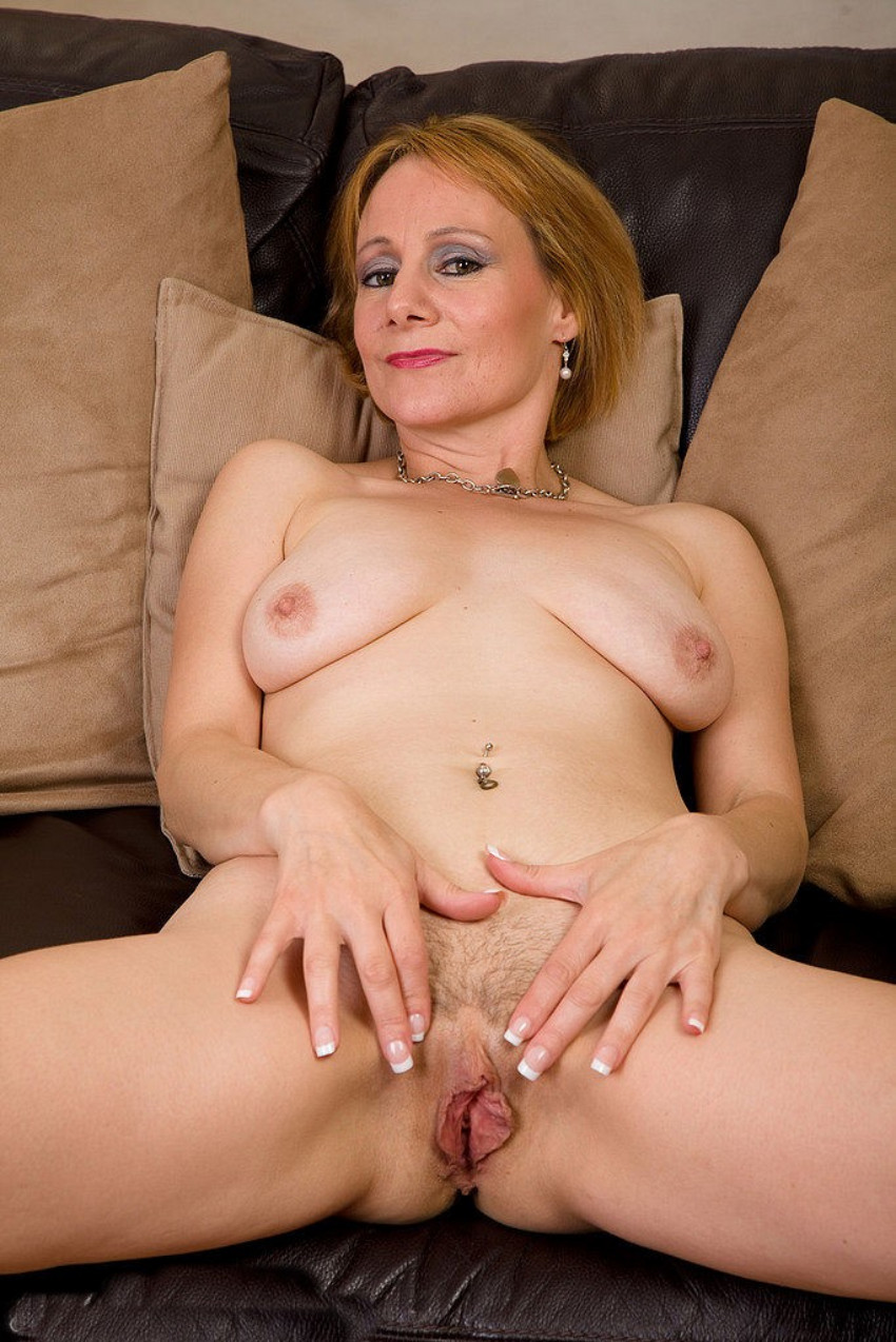 Mature Lady Nude Photos